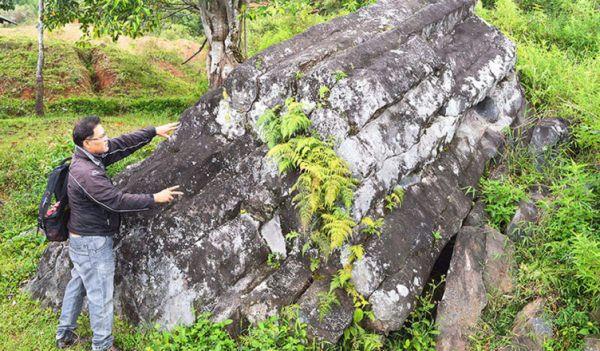 Batu-Basiha-Aek-Bolon-di-lereng-bawah-752x440.jpg